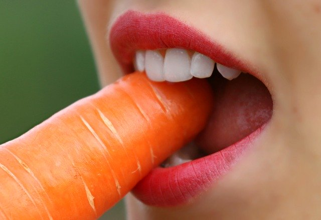 It takes 30 carrots to reach the same chewing energy as one CHEW PEER medium